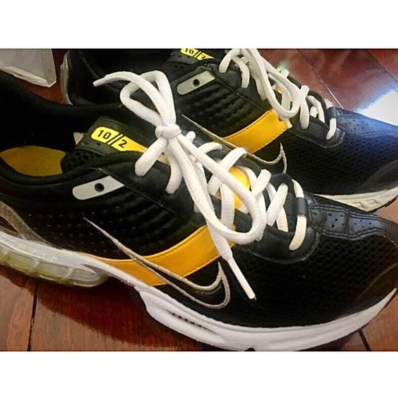 new styles 36f9e 6e1d8 Nike Women Livestrong Athletic Running Shoes SZ 7.  M 5b7bddb934e48a13d6acc0b9